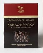 Кусочки какао-бобов в шоколаде.